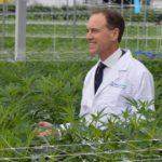 Az egészségügyi miniszter megnyitotta az első ausztrál orvosi kannabisz farmot