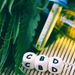 A klinikai vizsgálatok szerint a CBD jól tolerálható és kevés káros hatása van